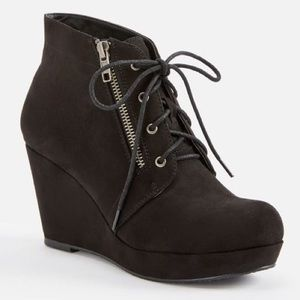 NEW- Sz 10 Just Fab Ofelia Black wedge bootie